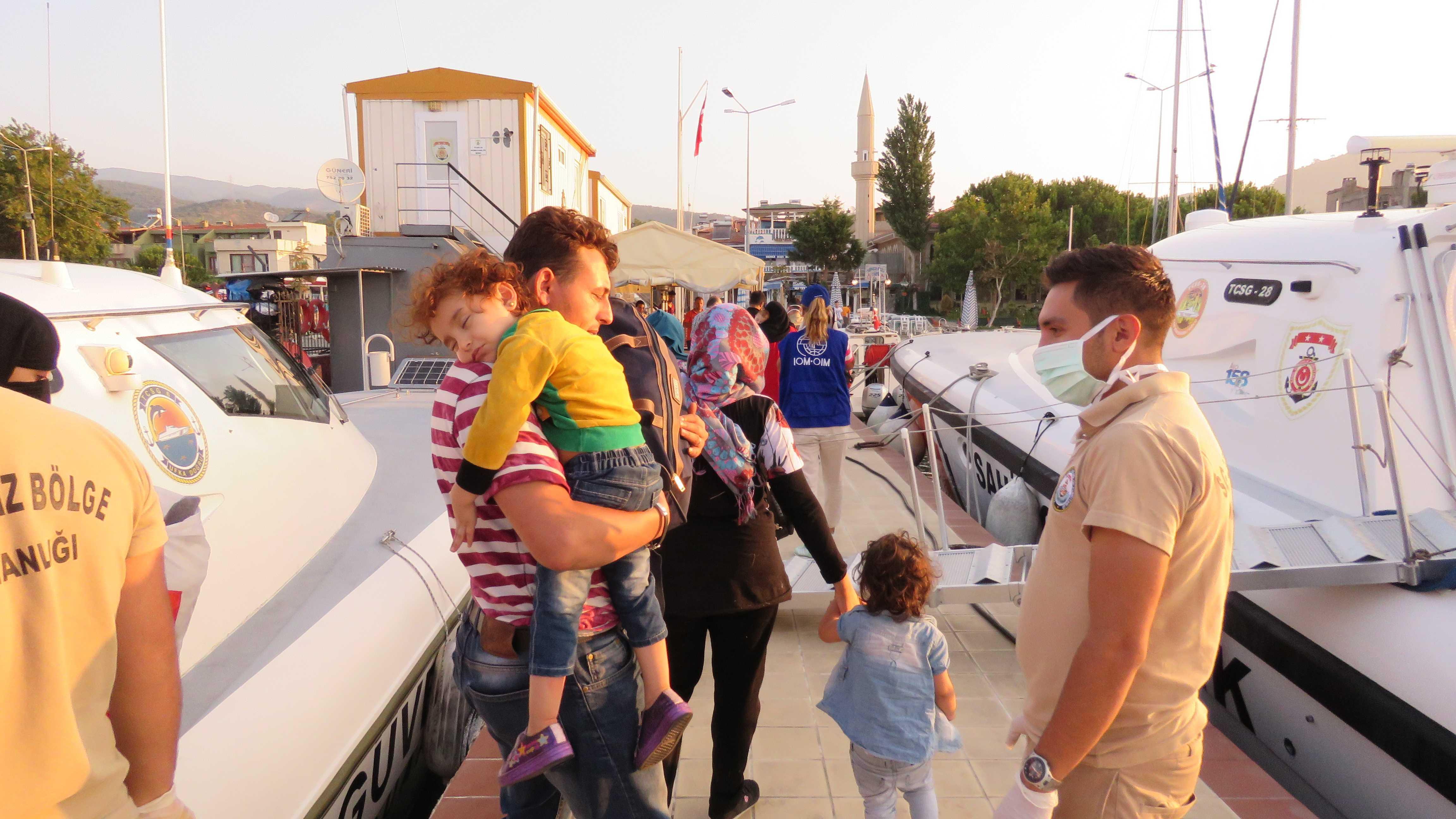 Batmak+%C3%BCzere+olan+teknedeki+sığınmacılar+kurtarıldı