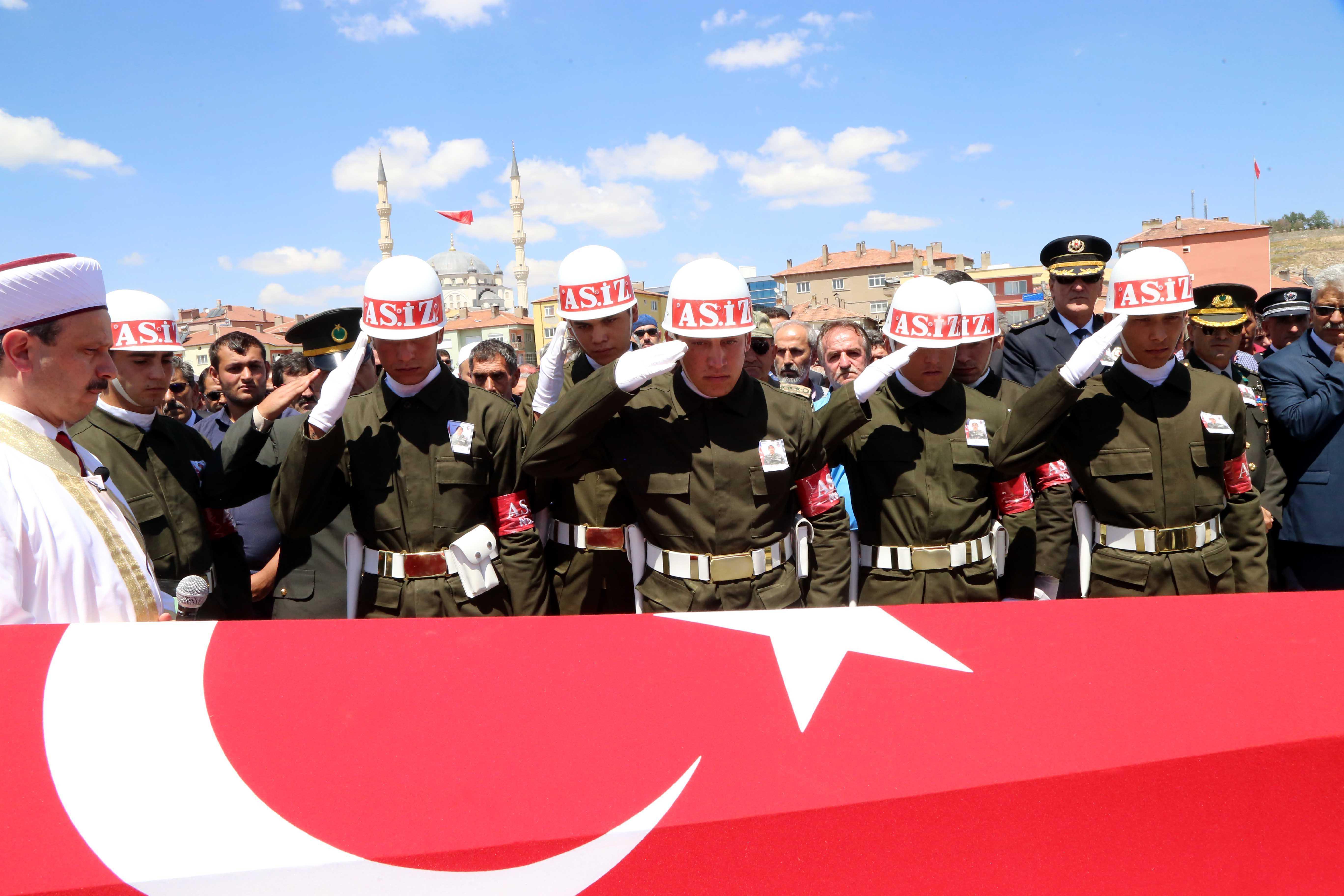 PKK+saldırısında+şehit+olan+Er+Doğan+Ka%C4%B1a+toprağa+verildi
