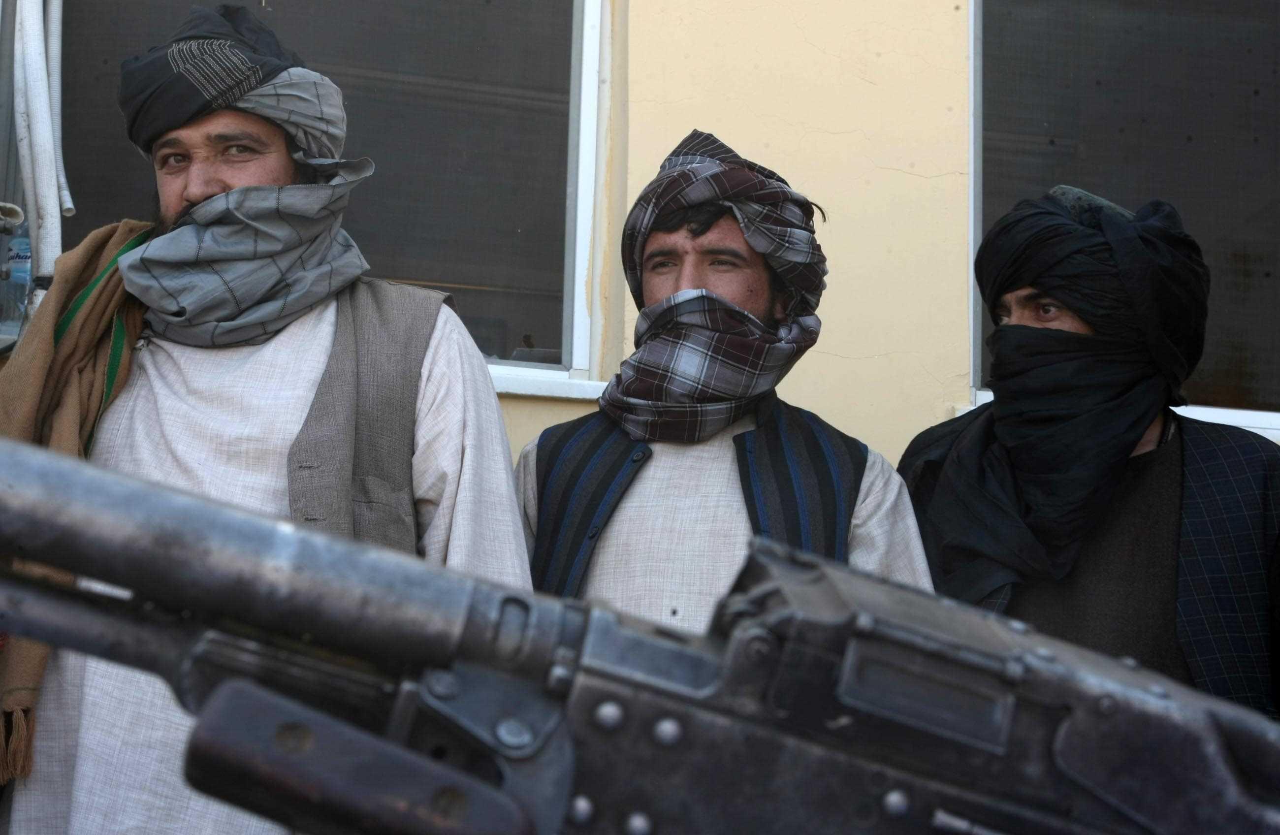 Afganistan%E2%80%99da+16+Taliban+%C3%BC%C4%B1esi+teslim+oldu