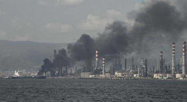 T%C3%BCpraş%E2%80%99ın+İzmir%E2%80%99deki+rafinerisinde+patlama%21;