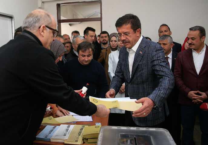 Cumhur+İttifakı%E2%80%99nın+İzmir+ada%C4%B1ı+Ze%C4%B1bekci,+o%C4%B1unu+kullandı