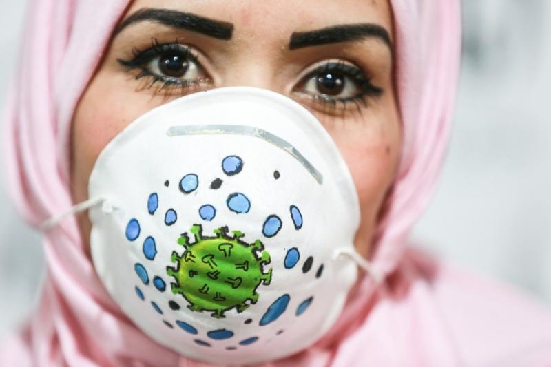 Gazzeli+sanat%C3%A7ılar,+koronavir%C3%BCsle+m%C3%BCcadele+i%C3%A7in+maskeleri+renklendiri%C4%B1or