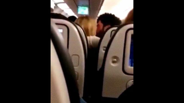 GİRİŞ Akın Akınözü ve sevgilisi Sandra Pestemalciyan dudak dudağa ile ilgili görsel sonucu