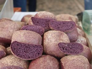 Mor ekmek Sivas'ta üretiliyor; Japonlar zorunlu tüketiyor