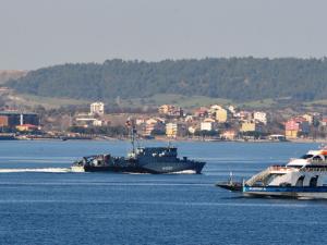 Alman donanmasına ait bir askeri gemi Çanakkale Boğazı'ndan geçti.