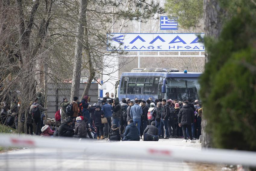 Avrupa'ya girmek isteyen göçmenler Yunanistan sınırında