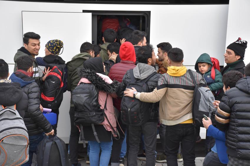 İstanbul'da yaşayan mülteciler sınır kapılarına akın ediyor