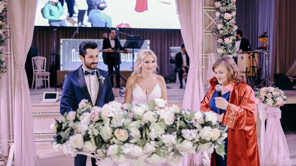 Beni Bırakma dizisinin başrolü Emrah Akduman evlendi!