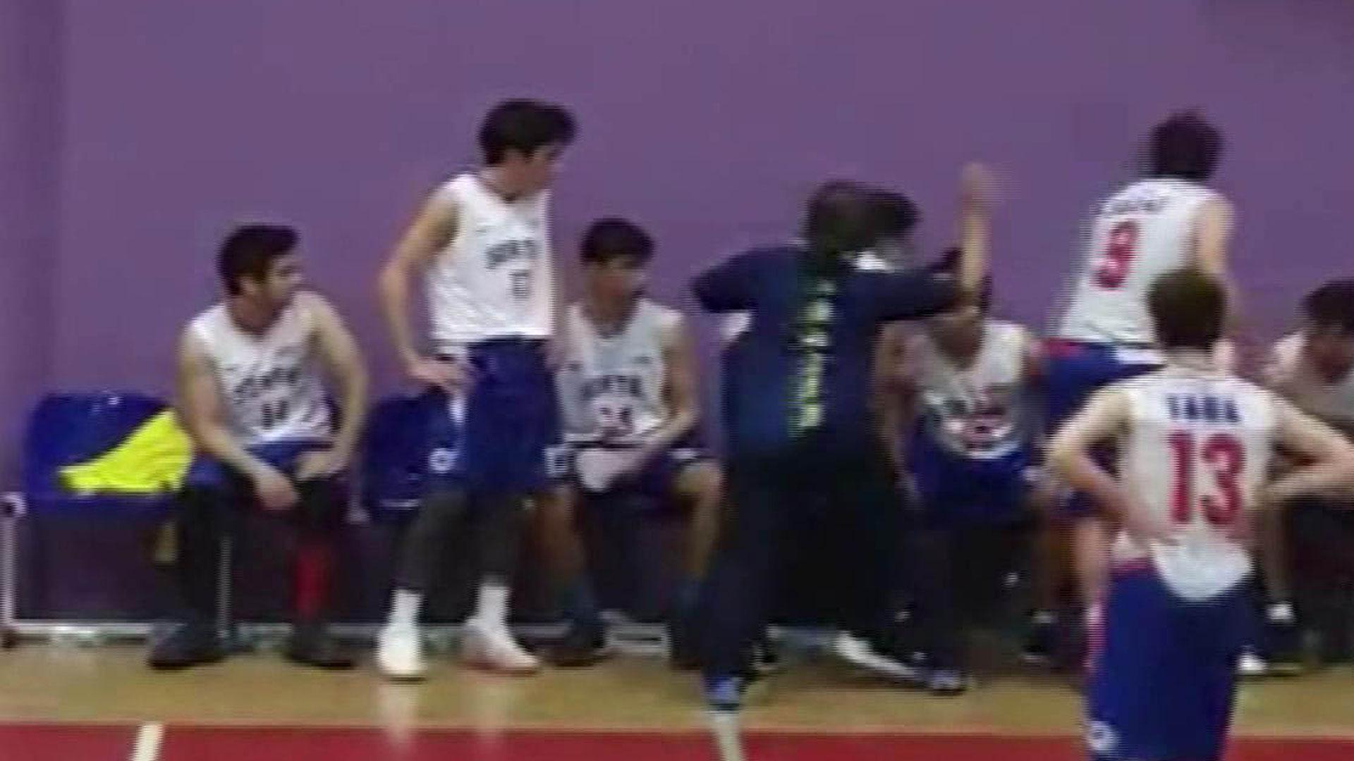 Basketbol maçında antrenör dehşeti