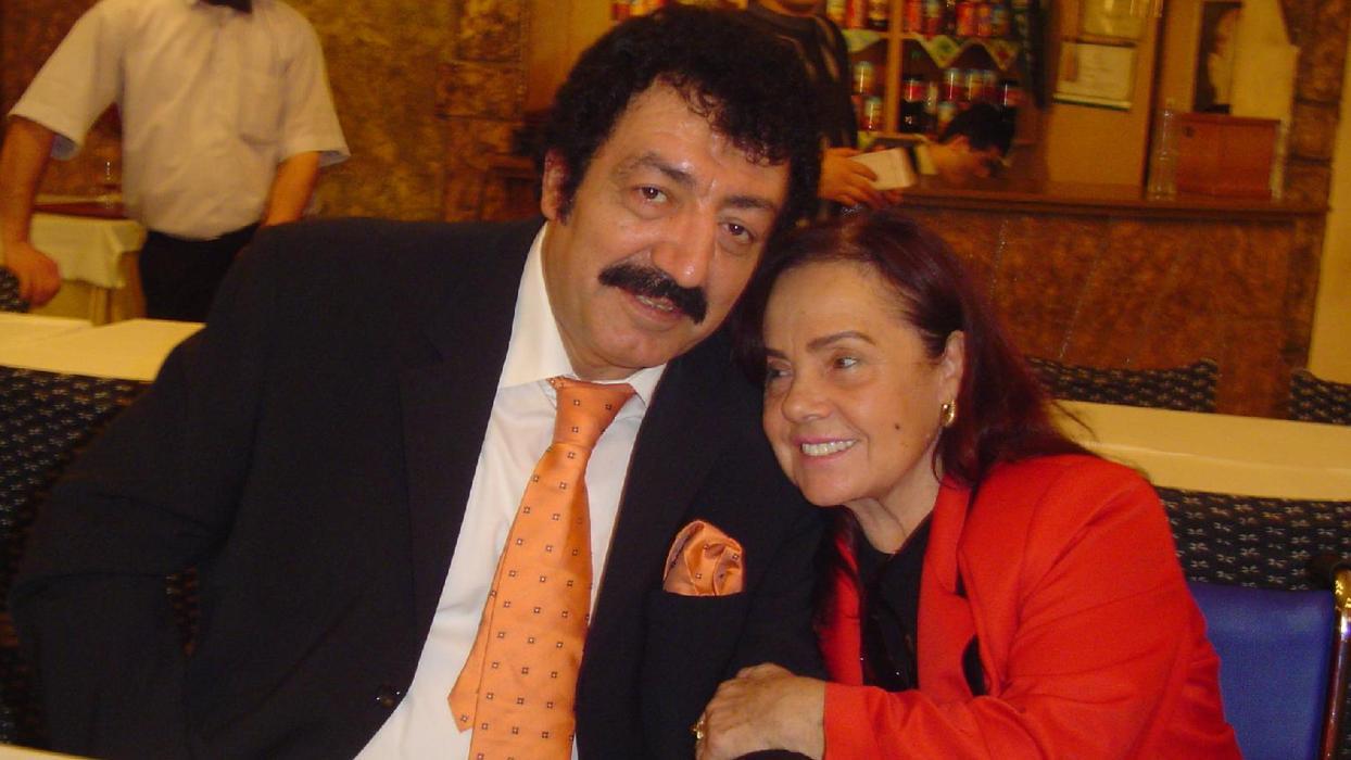 Muhterem Nur'un ölümü ünlüleri yasa boğdu