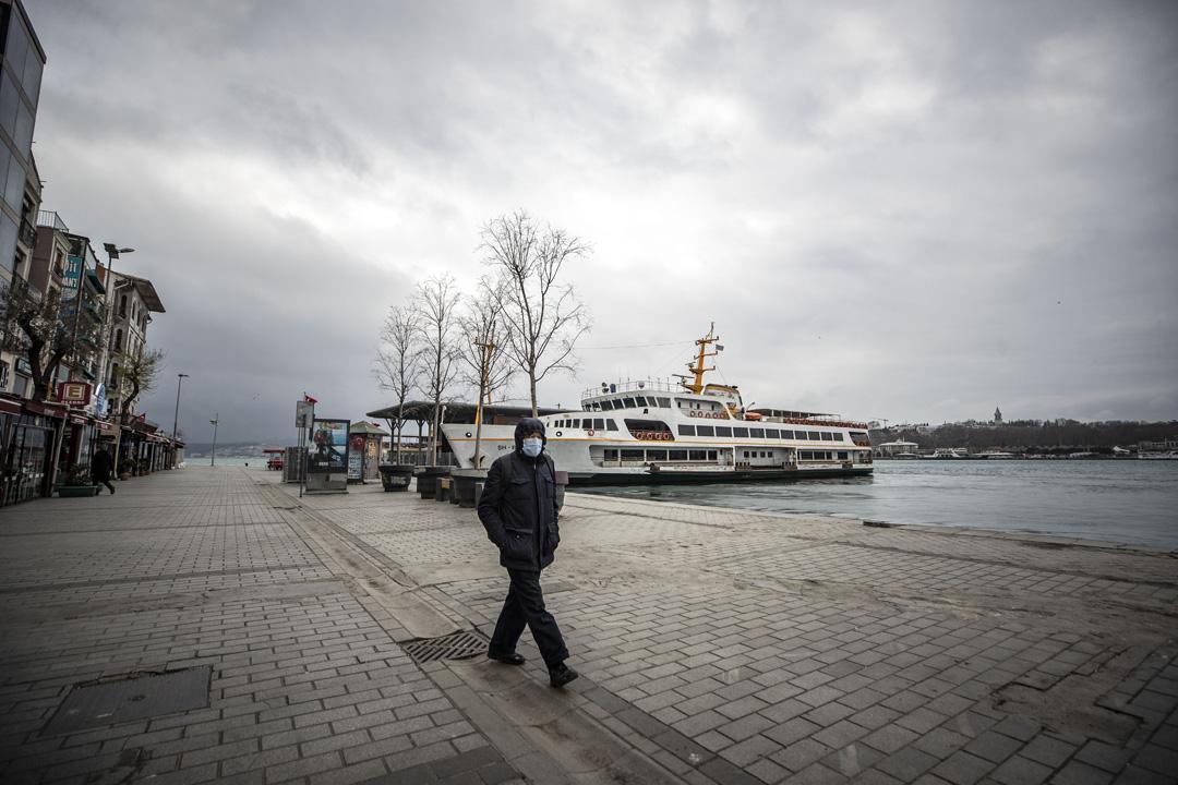 İstanbul'un meydanlarında koronavirüs sessizliği