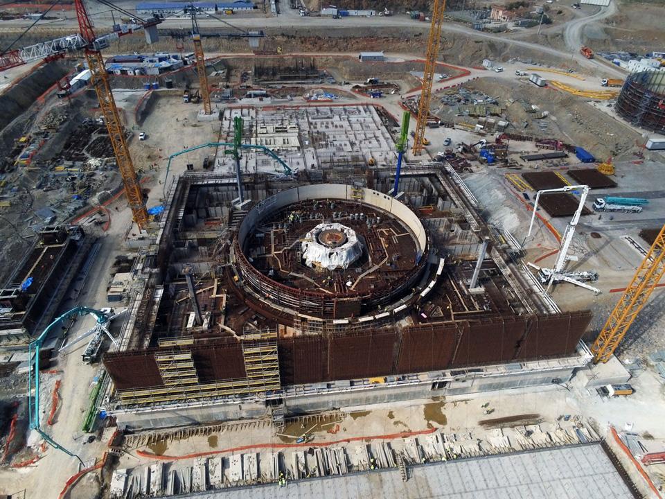 Akkuyu NGS inşaatı atom çekirdeği üzerinde yükseliyor