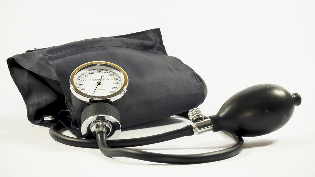 Yüksek tansiyon hastalarını koronavirüsten koruyan 6 öneri