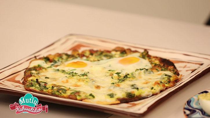 Yumurtalı Ispanaklı Pizza Yapımı