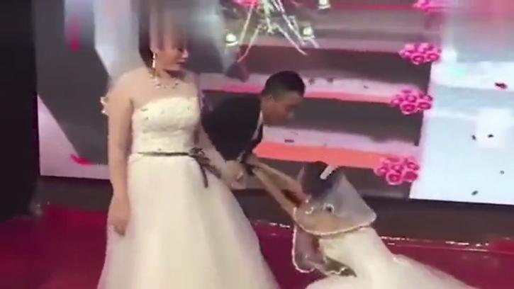 Eski sevgilisinin düğününü gelinlikle basan Çinli kadının videosu viral oldu