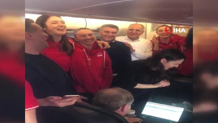 'Filenin Sultanları' Uçakta Böyle Eğlendi