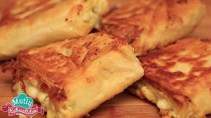 Üç Peynirli Börek Tarifi