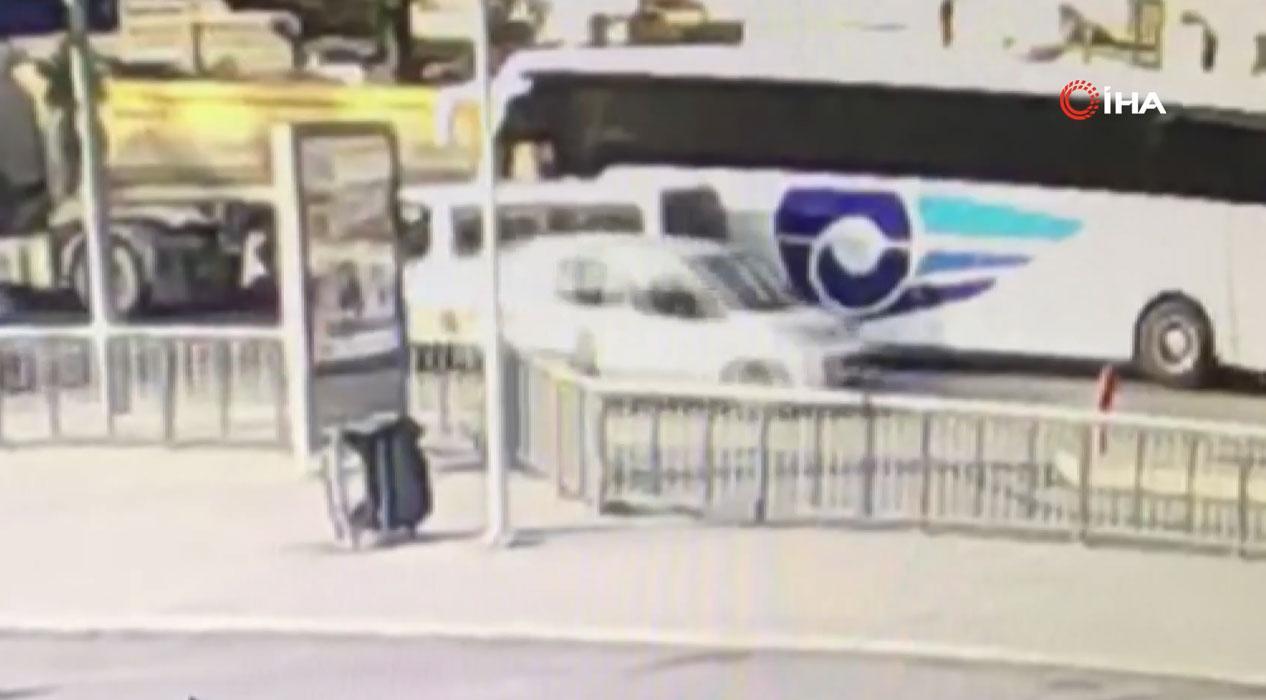 Yol verme kavgasında otobüsün altında kaldı... O anlar kamerada