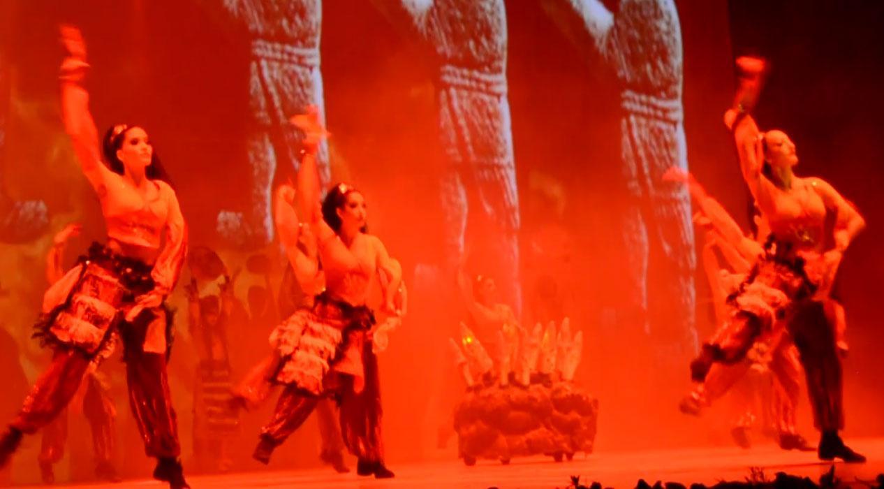 Anadolu Ateşi Dans Topluluğu Bursa'da sahneye çıktı
