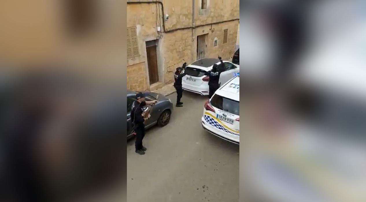 İspanya polisinden vatandaşa koronavirüs konseri