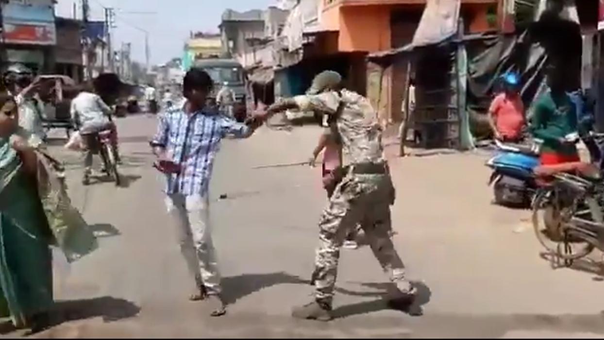 Hint polisi, yasağa uymayanlara şiddet uygulamaya başladı