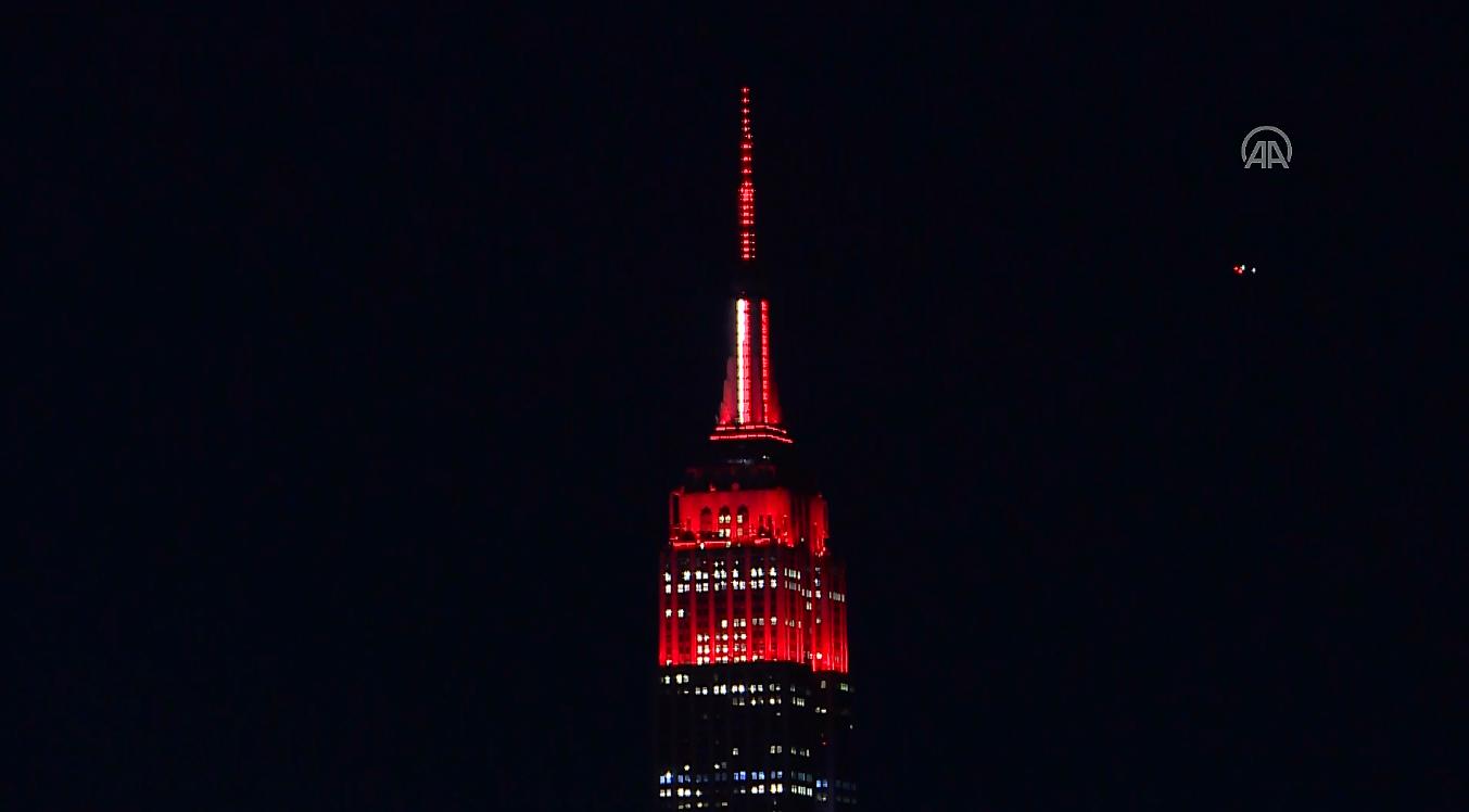 Empire State Binası sağlık çalışanlarına destek için ışınlandırıldı