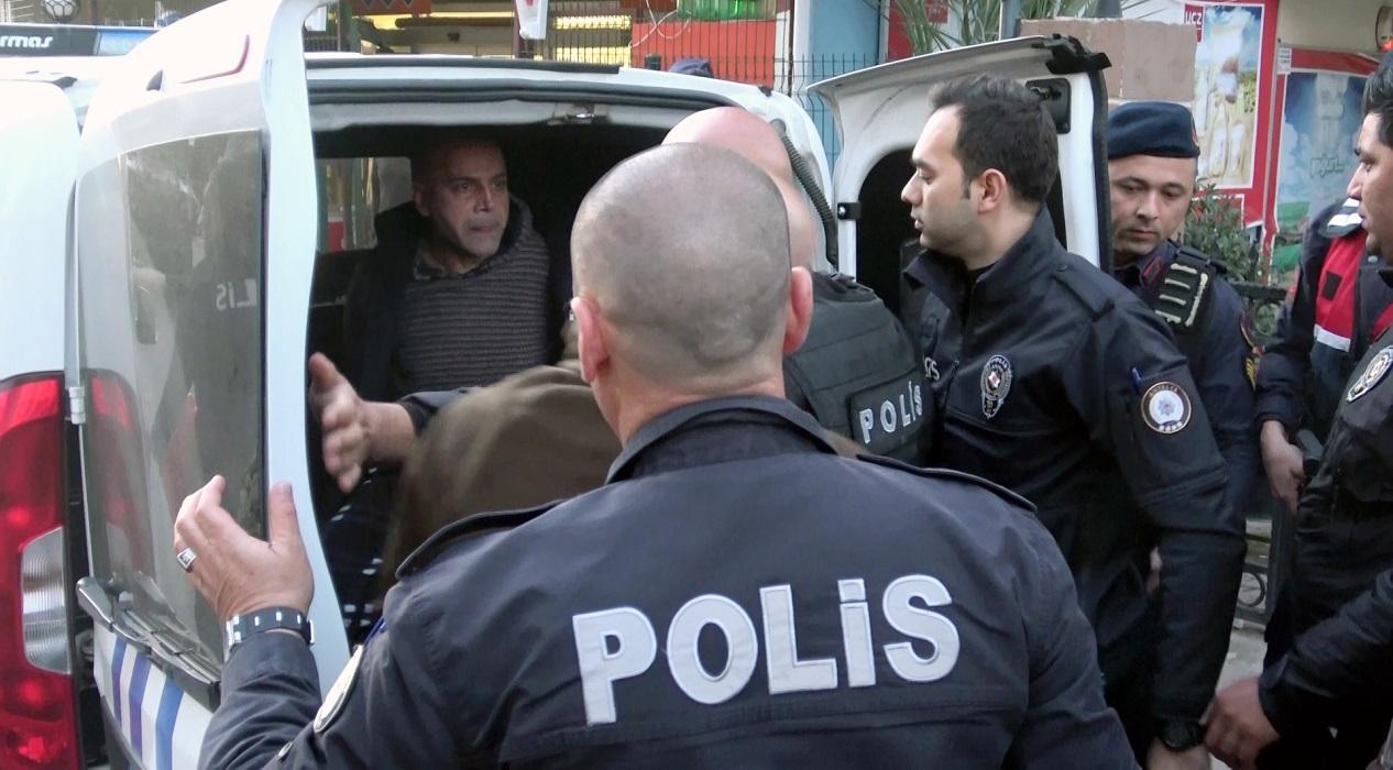 Antalya'da akılalmaz olay! Koronavirüslüyüm diyerek polise tükürdü