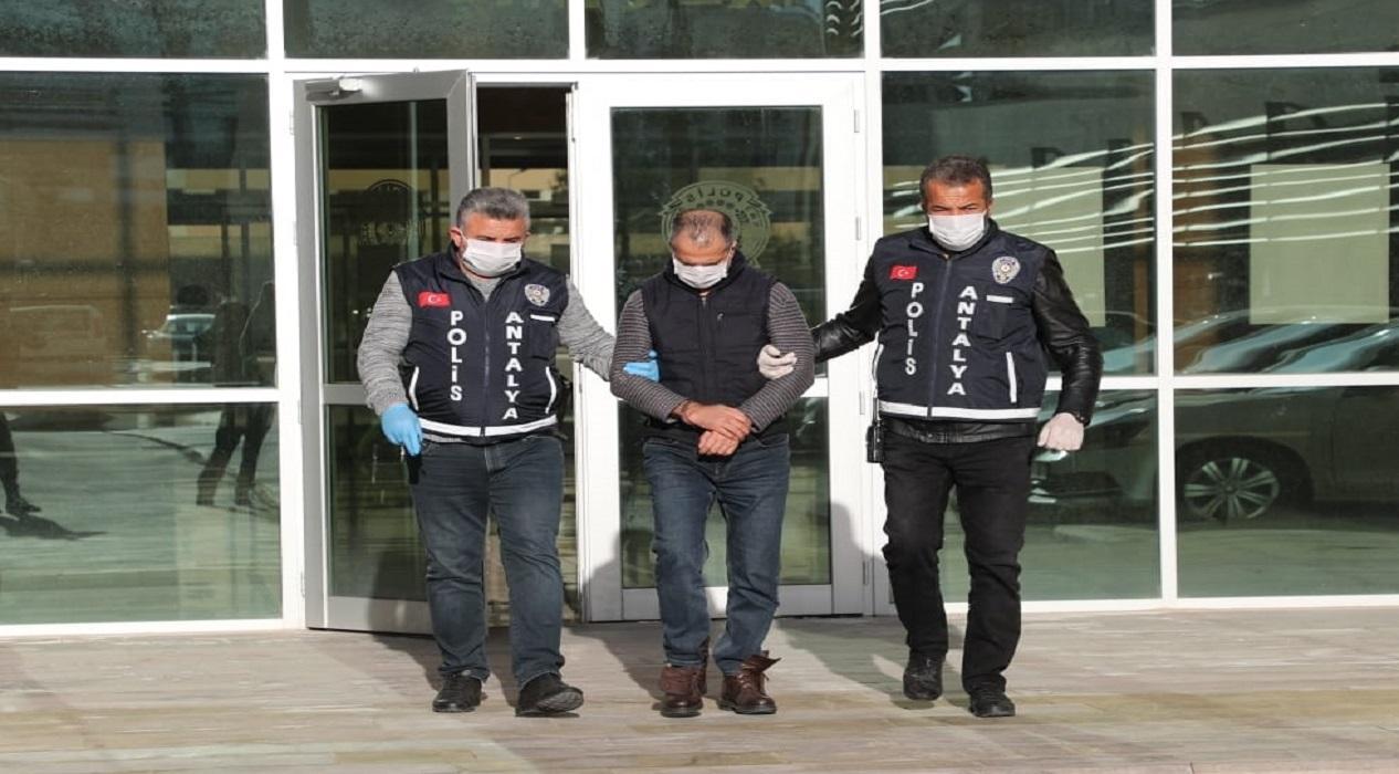 Koronavirüslüyüm diyerek polise tüküren kişi tutuklandı