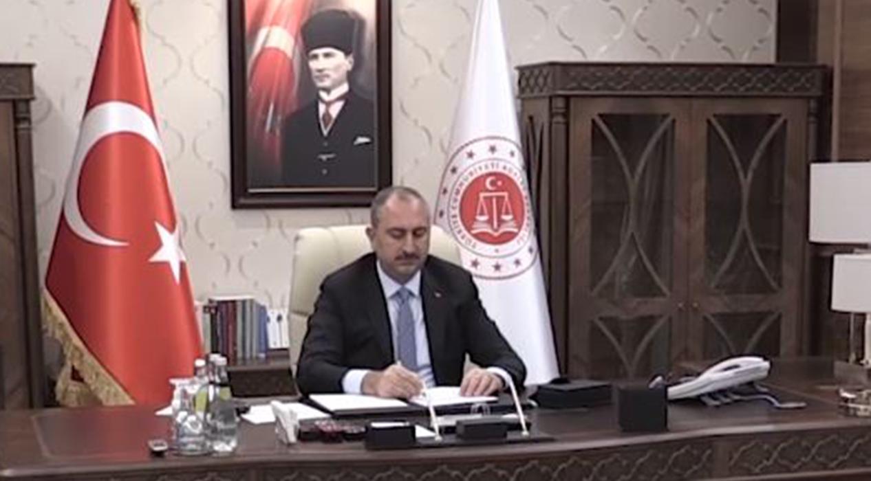 Adalet Bakanı Gül Kovid-19'a karşı toplantı yaptı