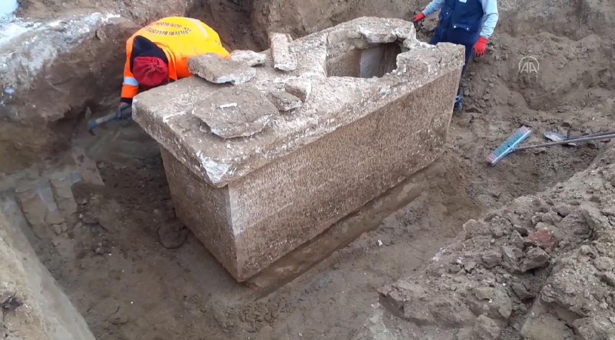 İstanbul'da Roma dönemine ait olduğu düşünülen lahit bulundu