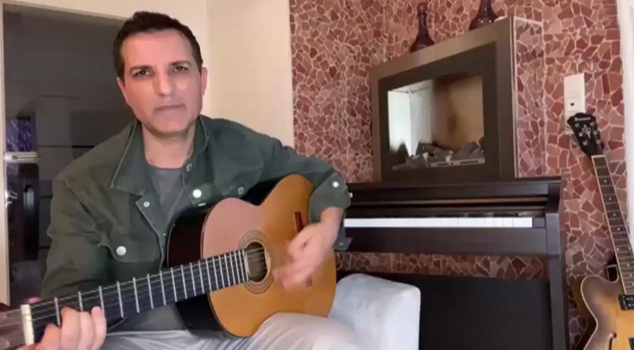 Rafet El Roman'dan 'Evinde kal' şarkısı