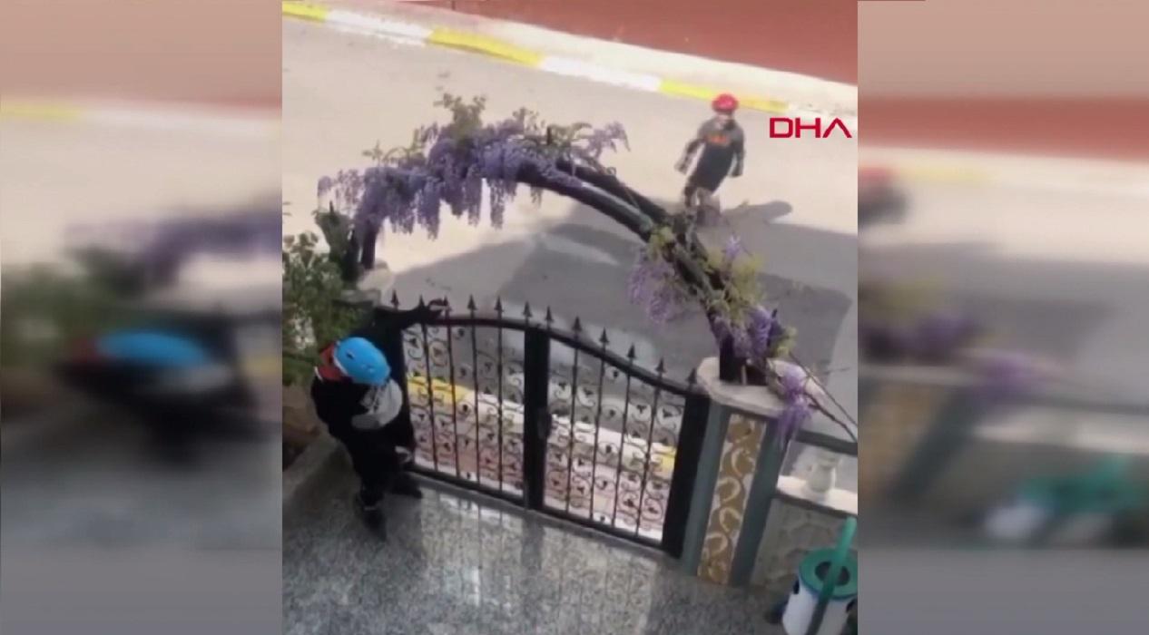 Antalya'da güldüren görüntü: Kaykay yapan iki genç polis sirenini duyunca...