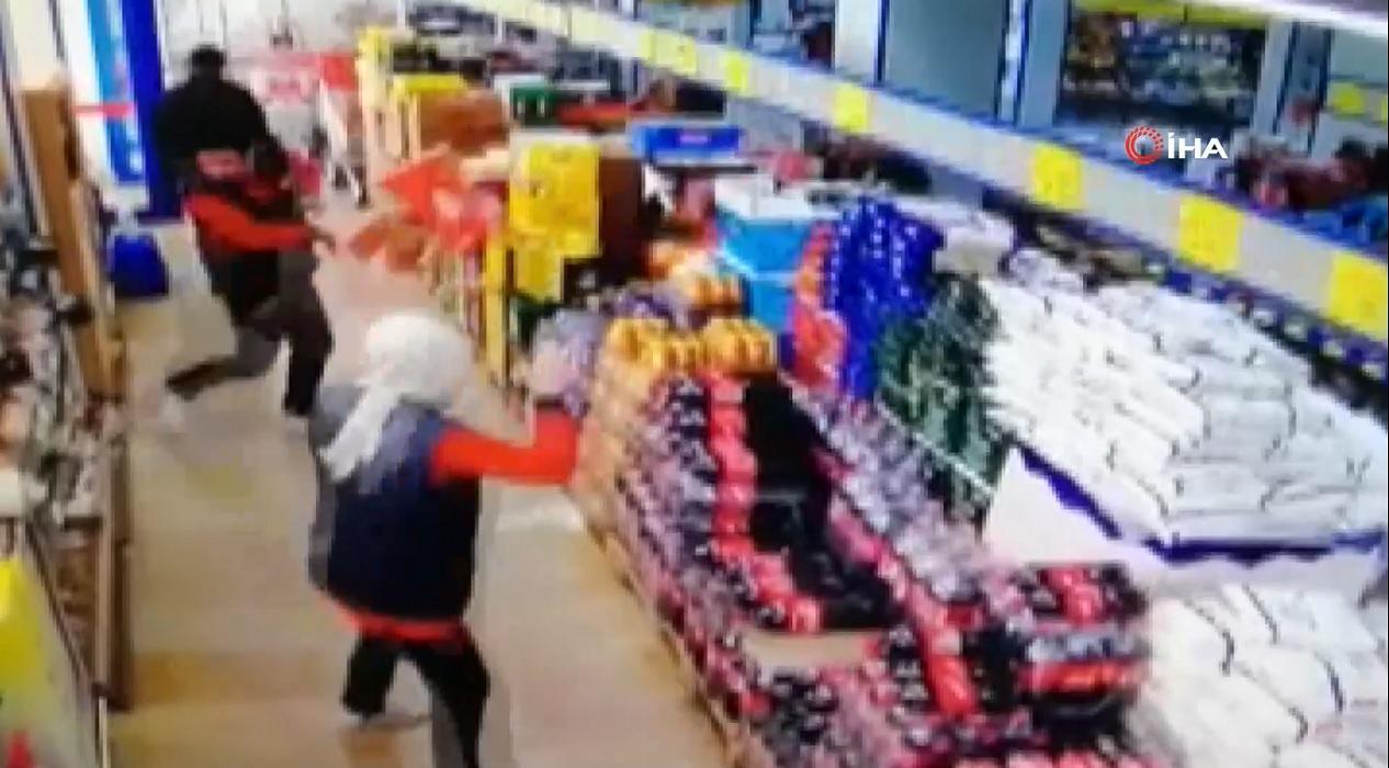 Markete maskesiz giren müşteri, uyarılınca ortalığı birbirine kattı!