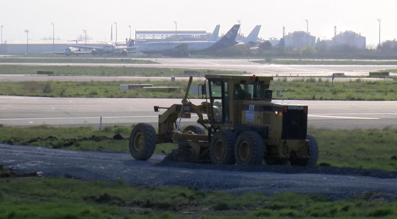 İstanbul Atatürk Havalimanı'nın içinde çalışmalar tüm hızıyla devam ediyor