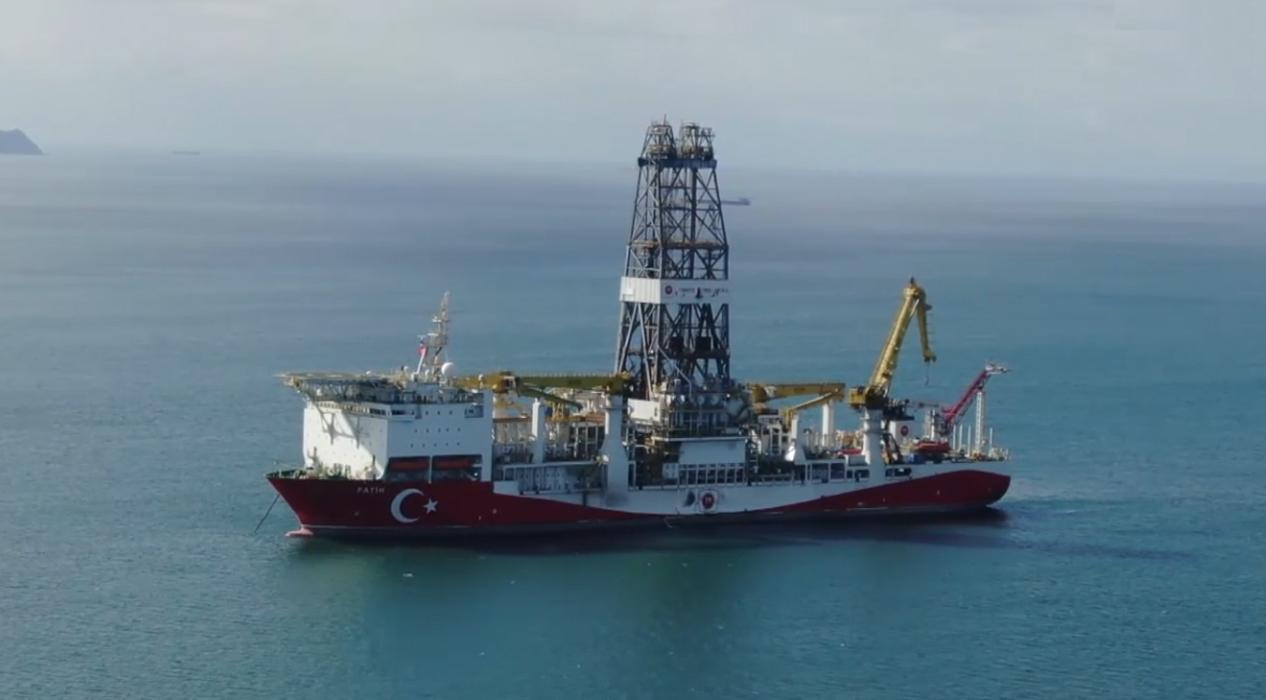 İstanbul'la gelen 'Fatih' sondaj gemimiz havadan görüntülendi