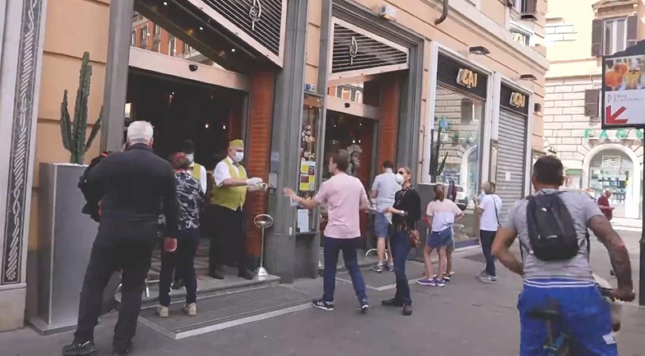 İtalya'da restoranlar, müzeler, kuaförler yeniden açılıyor