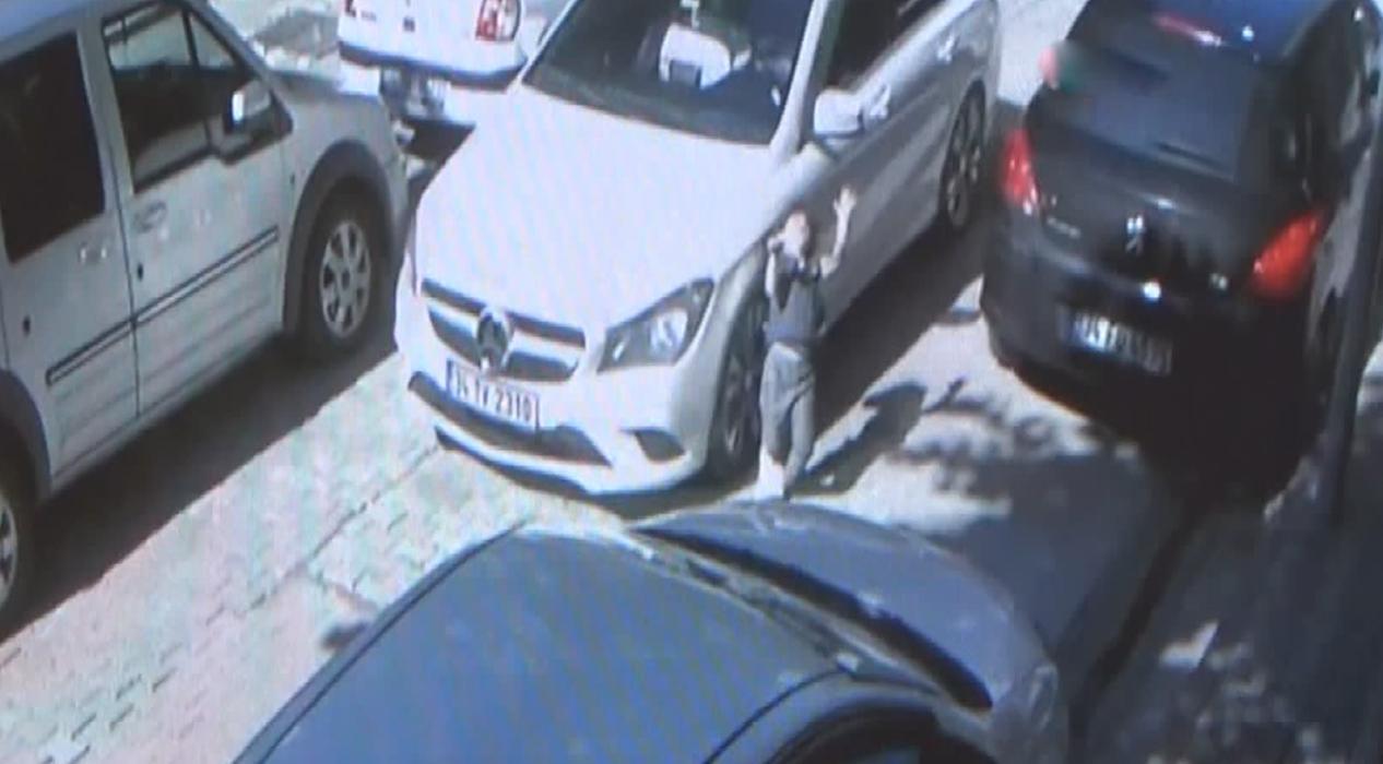 Evinin önünde araba çarpan kızın görüntüsü güvenlik kamerasına yansıdı