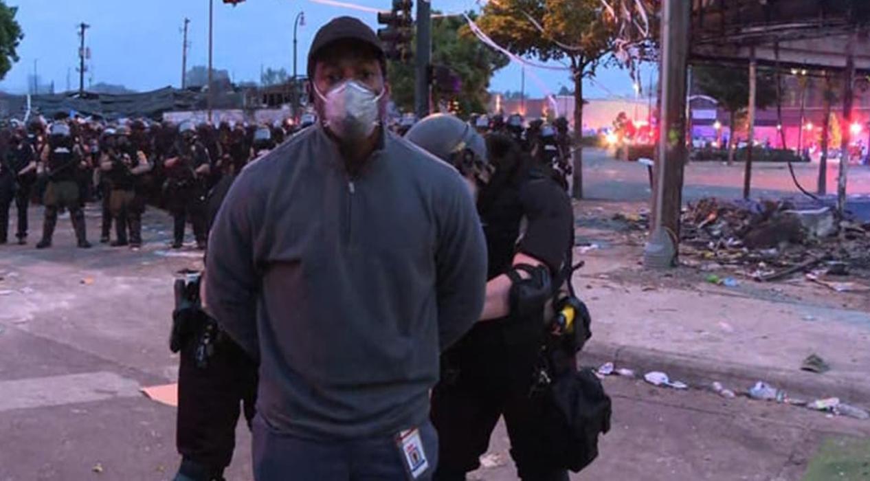 ABD polisi, CNN muhabirini canlı yayında kelepçeleyerek gözaltına aldı!