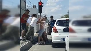 Antalya'da trafikte 'sosyal mesafesiz' kavga