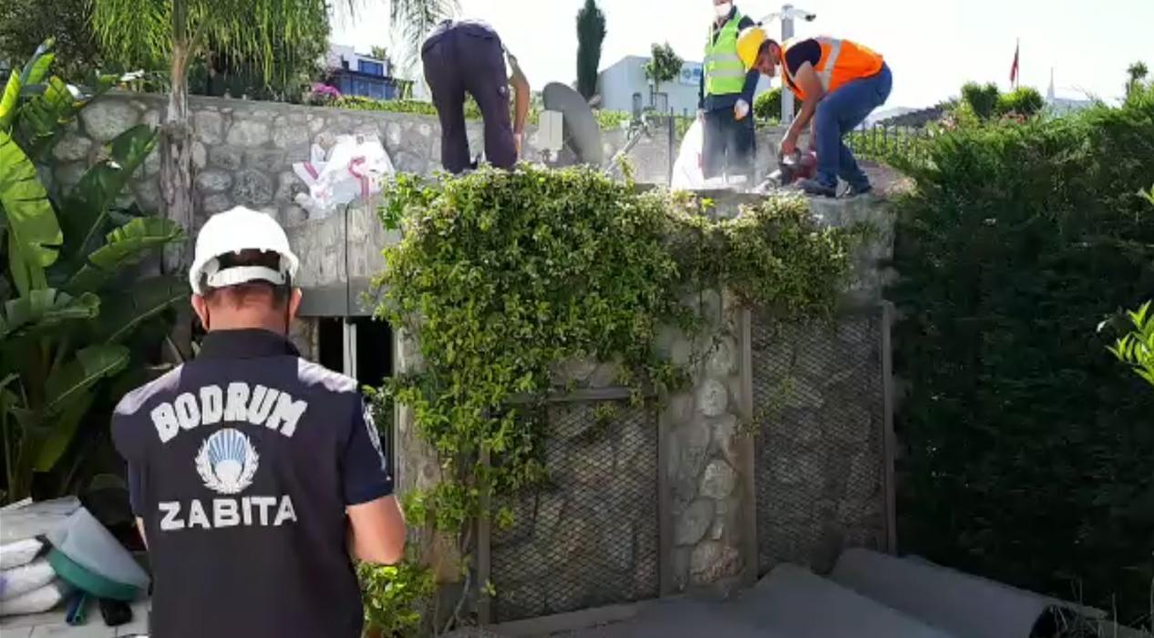 Yılmaz Özdil'in kaçak villasında yıkım çalışmaları başladı