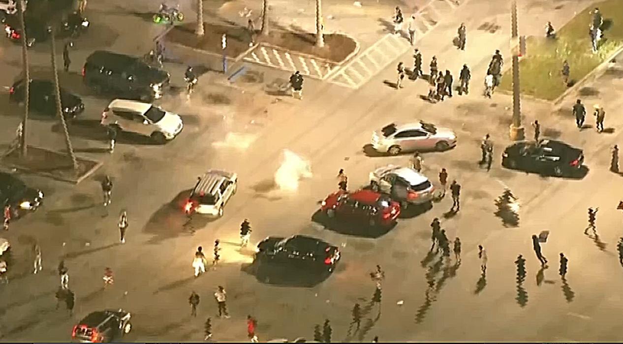 Protestolar kontrolden çıktı, ABD'de 25 kentte sokağa çıkma yasağı ilan edildi