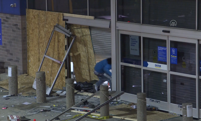 ABD'de mağazalar yağmalandı