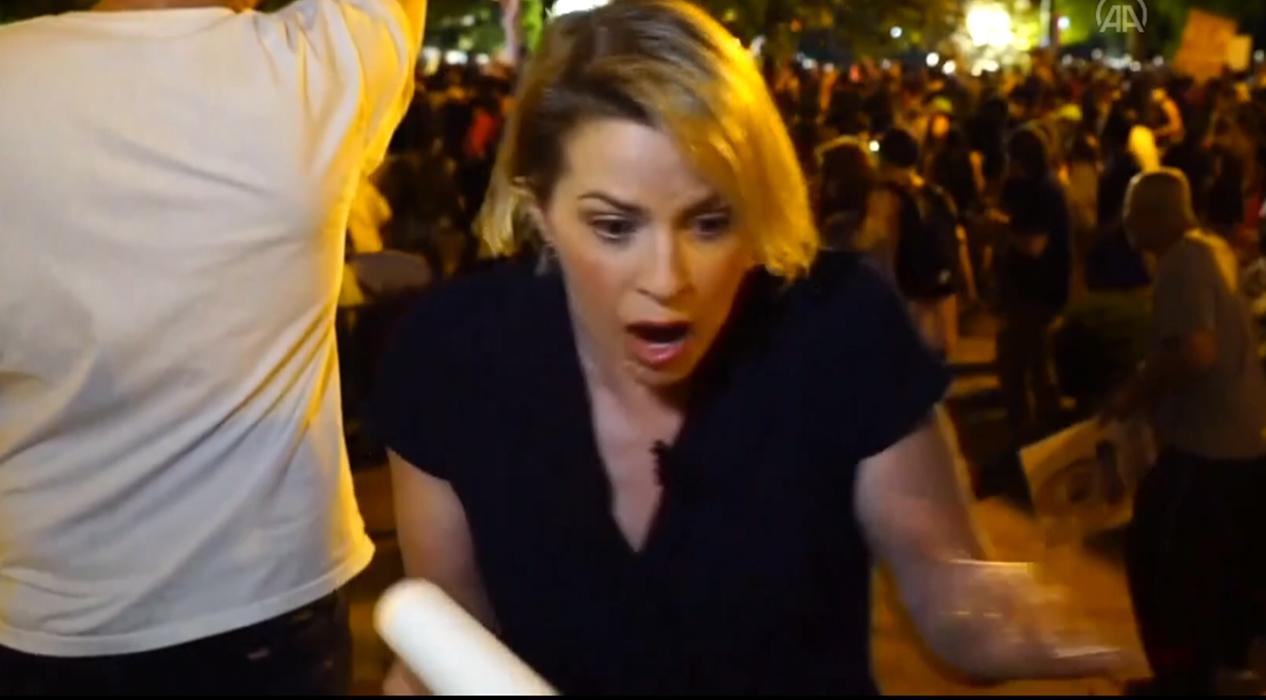 ABD'deki protestoları takip eden TRT World ekibine saldırı