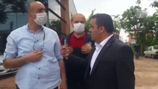 CHP'li meclis üyesi 'çekme tokadı yersin' dedi, yanındaki kişi zabıtaya yumruk attı