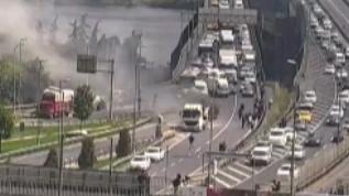 Haliç Köprüsü'nde kamyon alev aldı