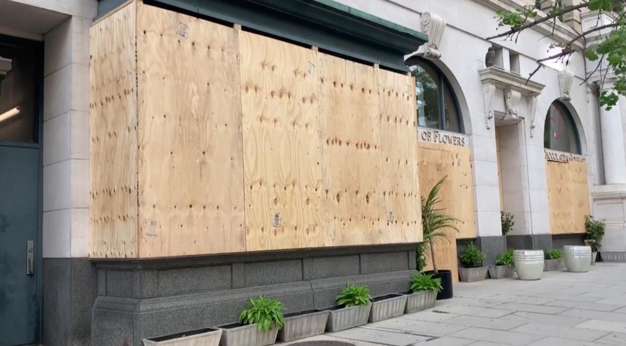 Washington'da iş yerleri yağmaya karşı önlem alıyor
