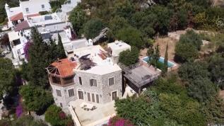 Firari Can Dündar'ın villasının kaçak bölümlerinde yıkım başladı!