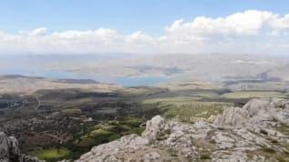 Ankuzu Baba Dağı muhteşem manzarasıyla görenleri kendine hayran bırakıyor