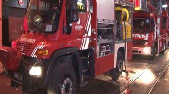 Beyoğlu Sıraselviler Caddesi üzerinde bir binanın çatı katında şömineden çıktığı iddia edilen yangın