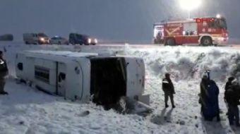 Erzurum'da İran plakalı araç devrildi: 20 yaralı